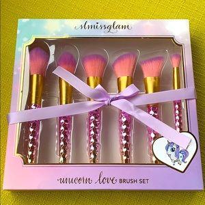 SLMissGlam unicorn love brush set!!